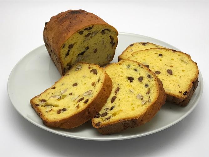 21 aprile 2017  - Pane senza glutine allo zafferano e mon moule à pain Emile Henry