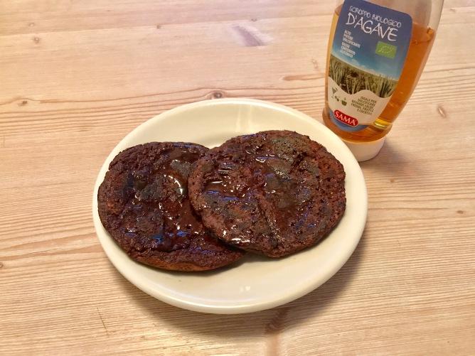 17 giugno 2017  - Pancake senza glutine alla farina di cocco, cacao e cannella